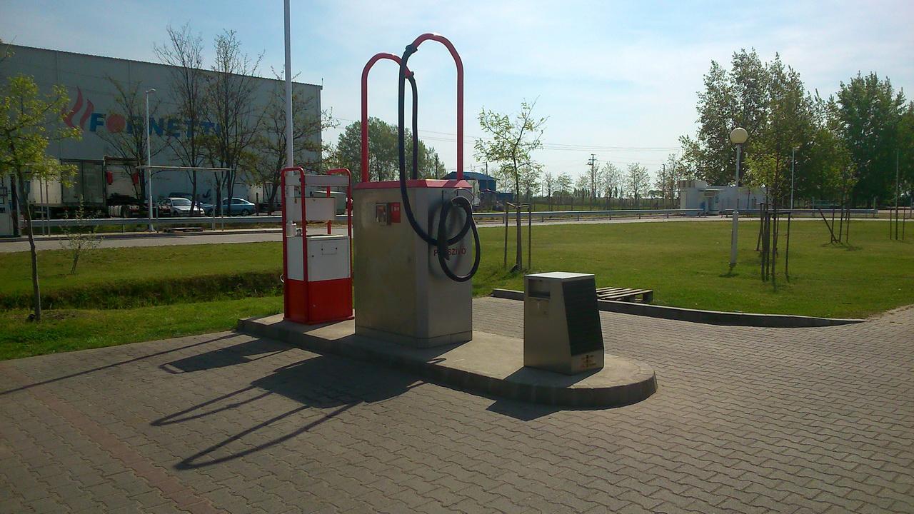 Önkiszolgáló kézi porszívó a kézi autómosó mellett - Olajdepo Kecskemét, Szegedi út 88.